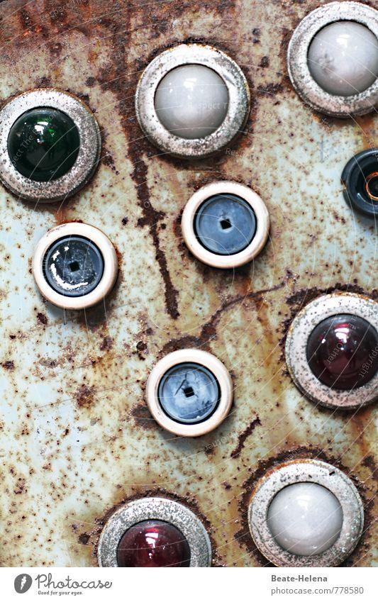 Watching you Industrie Tastatur alt blau grün rot Kontrolle Steuerelemente Schaltpult Schalter Warnleuchte Rost Schaltzentrale Industrieanlage veraltet Schaden
