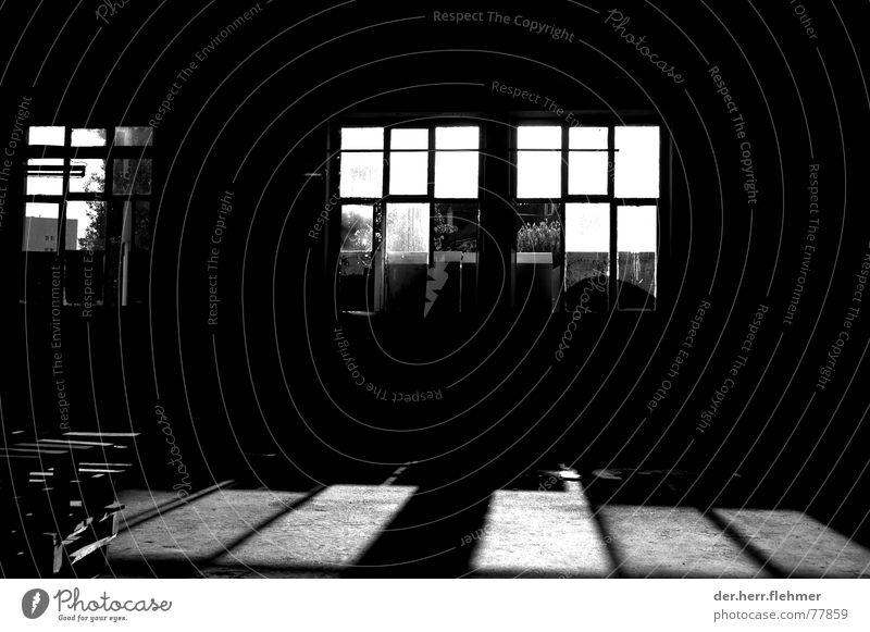 licht und schatten alt weiß schwarz Fenster Bodenbelag