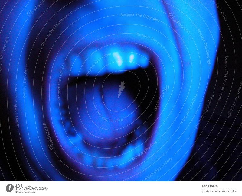 BlueTime3 Mann blau Fernsehen