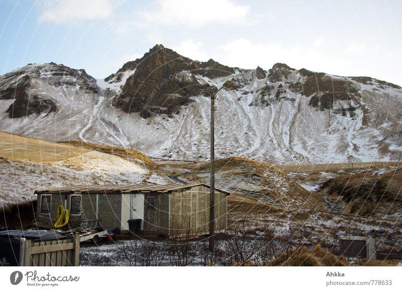the last snow alt Einsamkeit ruhig Ferne Berge u. Gebirge Schnee Linie oben Stimmung Felsen Kraft wild Perspektive Ewigkeit geheimnisvoll Hütte