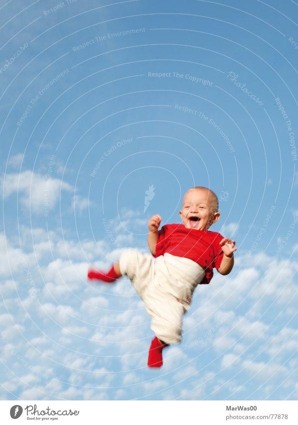 You make me smile Kind Himmel weiß blau rot Wolken springen lachen Luft Baby Mensch hoch Fröhlichkeit grinsen Kleinkind werfen