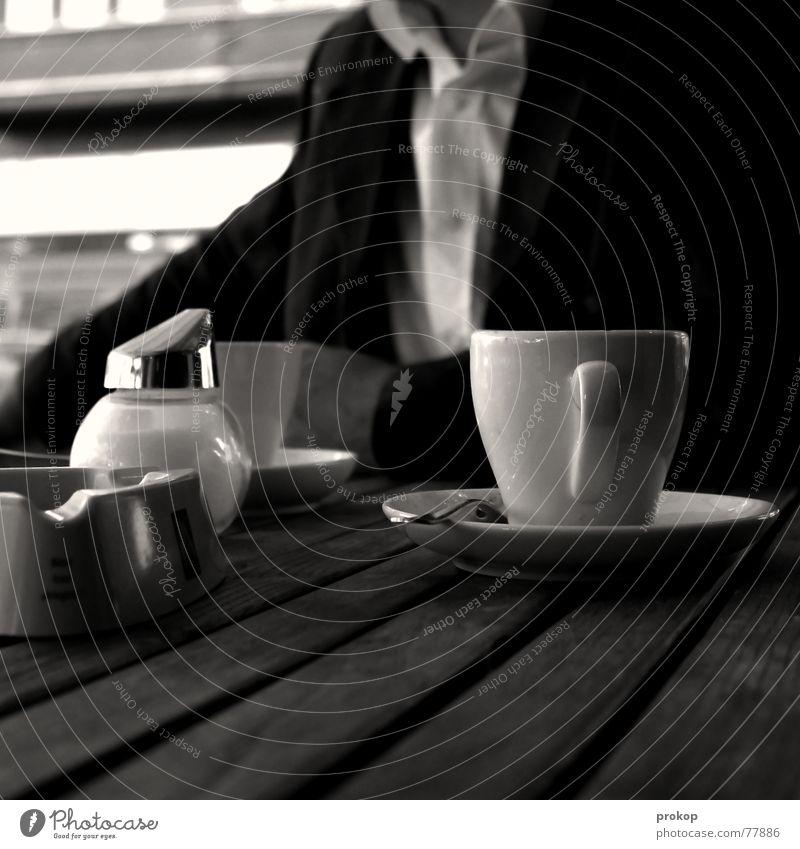 Mein bester Freund II Café Mann Hemd Anzug Tisch Zucker Kaffeetasse Biergarten Oberkörper Aschenbecher Nichtraucher Quadrat Holz Artist Holzmehl gesichtslos