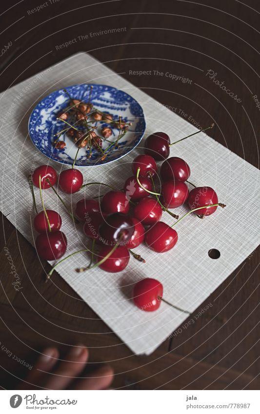 kirschen Lebensmittel Frucht Kirsche Kirschkern Stengel Ernährung Bioprodukte Vegetarische Ernährung Fingerfood Teller Schneidebrett frisch Gesundheit lecker