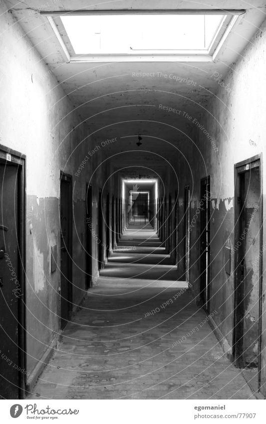Ostflügel schwarz Angst Deutschland Tür verfallen historisch Krieg gefangen falsch Hass Justizvollzugsanstalt Sozialismus beklemmend Massenmord Konzentrationslager