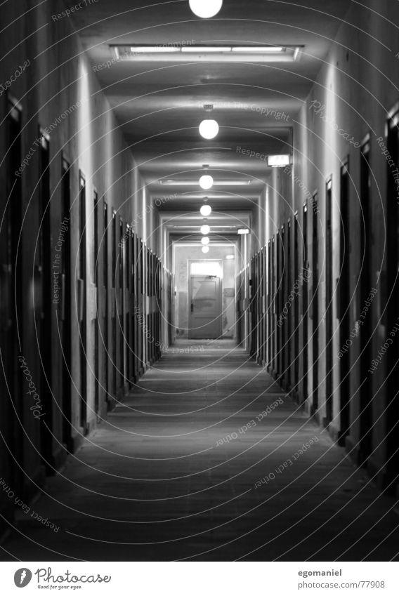 Massenhaft schwarz Angst Deutschland Tür verfallen historisch Krieg gefangen falsch Hass Justizvollzugsanstalt Sozialismus beklemmend Massenmord Konzentrationslager
