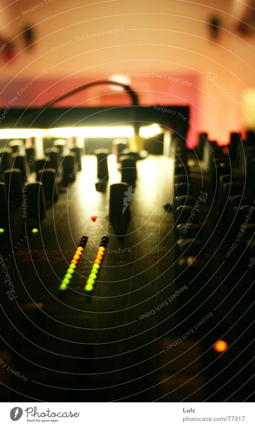 Turn My Volume Up Musik Mauer Klang Musikmischpult Lautstärke