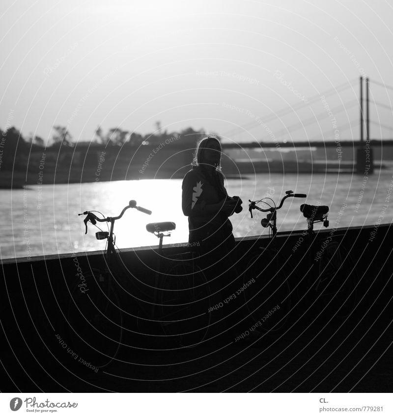 D Mensch Frau Himmel Natur Ferien & Urlaub & Reisen Wasser Sommer Erholung Umwelt Erwachsene Leben feminin Wege & Pfade Freundschaft Freizeit & Hobby