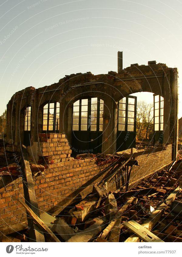 Früher - ja damals ..... Drehscheibe verwandeln Bauschutt Recycling Demontage Backstein Mauer Schrott entsorgen außer Betrieb kaputt trist Bogen
