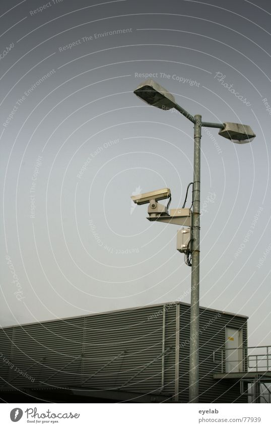 Biometrische Kundensuche Himmel Wolken Fenster Herbst Gebäude grau Lampe Metall Verkehr Tür beobachten Fotografie Hoffnung Fotokamera Filmindustrie Parkplatz