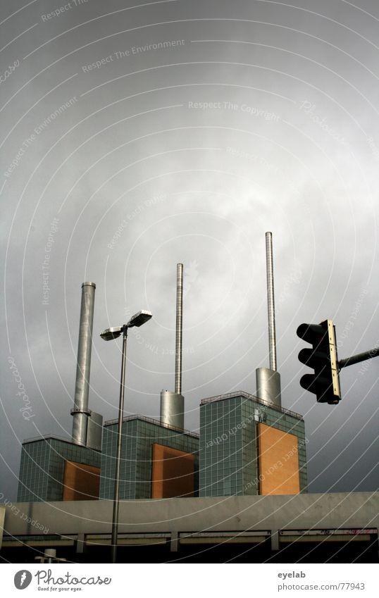 Trio Infernale Himmel blau Wolken Haus Fenster Straße Gebäude grau Lampe Arbeit & Erwerbstätigkeit Kraft Glas Hochhaus Elektrizität Beton Hoffnung