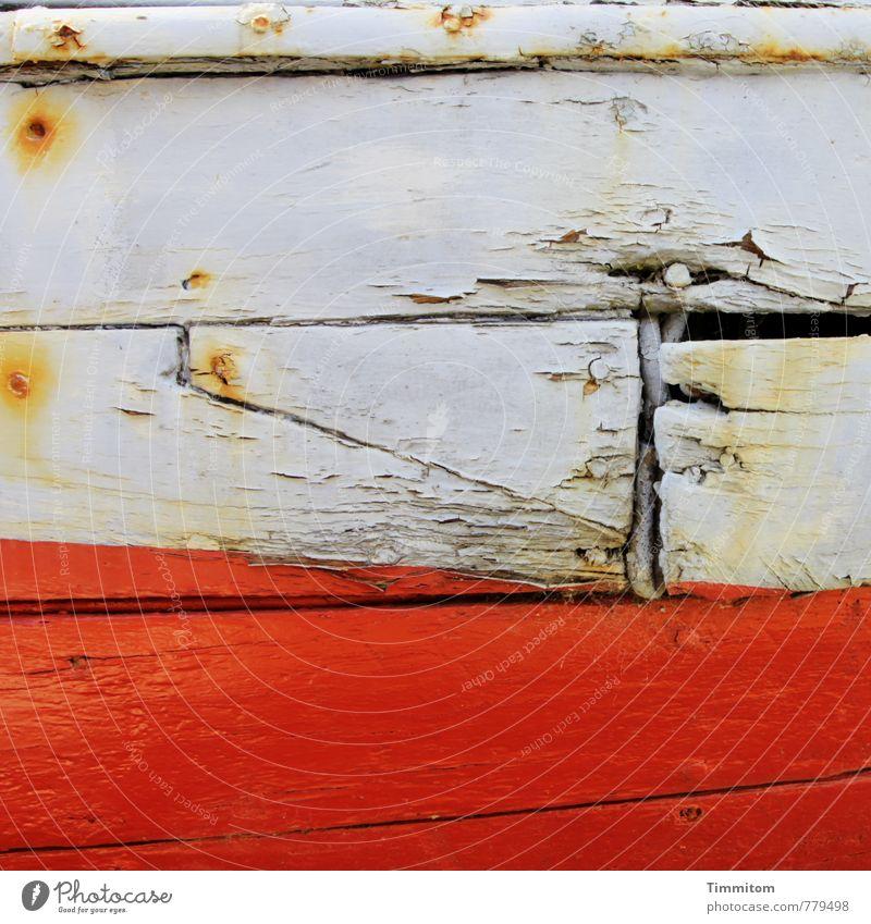 Zeitzeichen. Schifffahrt Fischerboot Wasserfahrzeug Holz Metall ästhetisch kaputt grau Gefühle Verfall Rost Schiffsplanken Spalte Nagel rotbraun ausgemustert