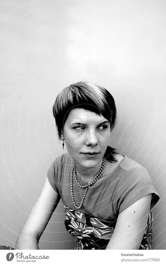 90er  Portrait S/W Kind feminin verrückt Kette Grauwert Neunziger Jahre