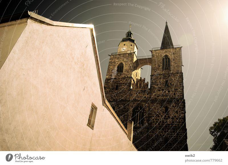 Zeigefinger alt Sonne Haus Fenster Wand Architektur Gebäude Religion & Glaube Mauer oben Fassade hell leuchten hoch groß Zukunft