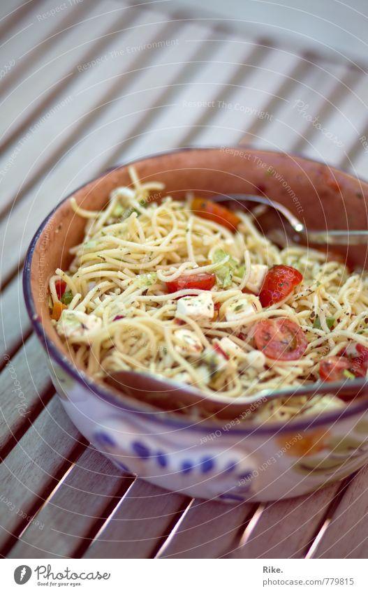 Liebster Nudelsalat. Lebensmittel Käse Gemüse Salat Salatbeilage Teigwaren Backwaren Kräuter & Gewürze Nudeln Ernährung Essen Abendessen Büffet Brunch