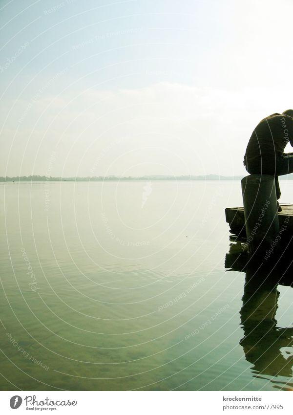 Die Gedanken sind frei See Steg Mann ruhig Holz Freizeit & Hobby Herbst Einsamkeit Philosoph Erholung Horizont Wasser sein Raum sitzen