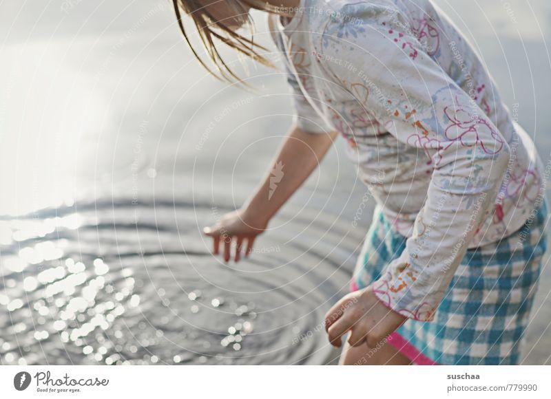 miniplatsch feminin Kind Mädchen Kindheit Körper Haut Haare & Frisuren Arme Hand Finger 1 Mensch 8-13 Jahre Wasser Sommer Schönes Wetter Seeufer Strand frisch