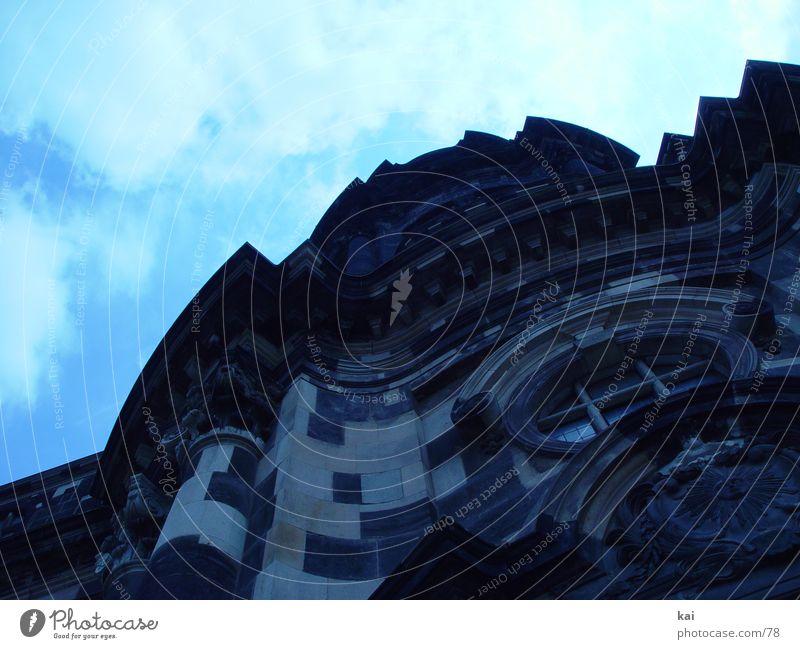 SteinMonster01 Sandstein Dresden Wolken Architektur Kreuzkirche Barock Religion & Glaube Himmel Perspektive Kirche Textfreiraum oben Froschperspektive