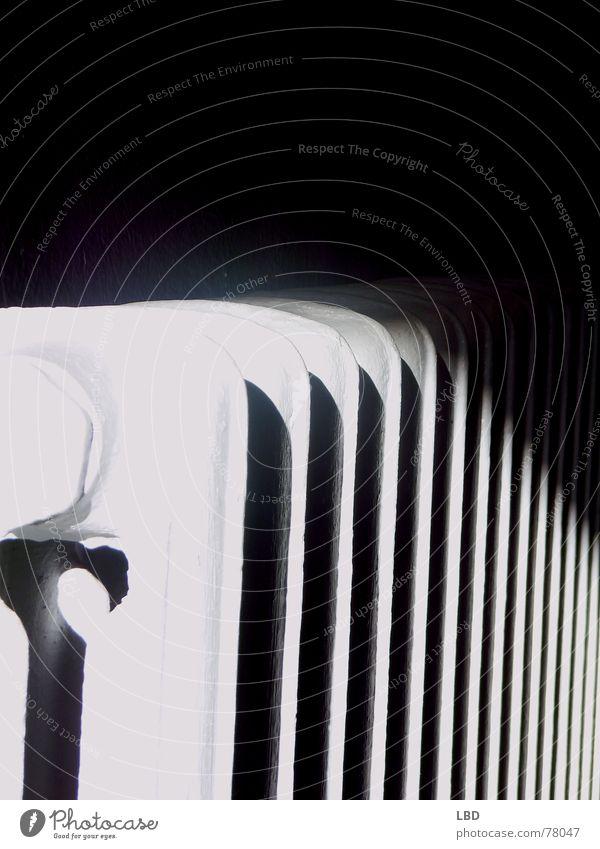 Heizung? abstrakt Heizkörper Schatten Kontrast Surrealismus