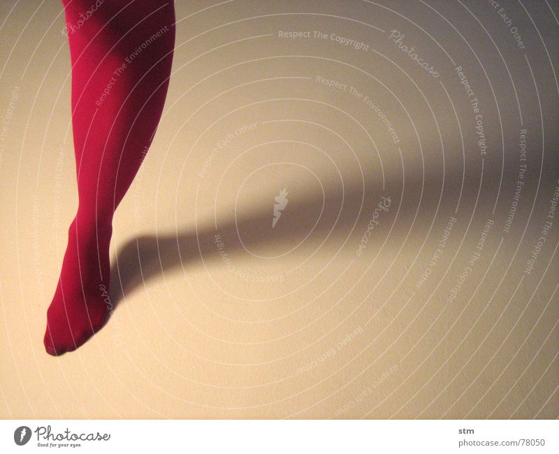 dancing in the light 5 springen leicht Leichtigkeit Strumpfhose rosa Schweben trippeln weiß frei Fußspitze gehen Tanzen Beine hopsen fliegen dance Schatten