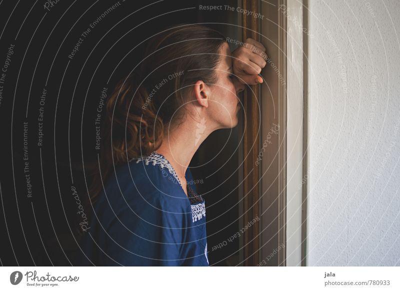 erschöpft Mensch Frau Erwachsene Traurigkeit feminin Müdigkeit Sorge Erschöpfung Enttäuschung Unlust 30-45 Jahre