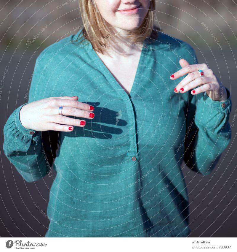 Nur ein Teil von mir... Mensch Frau Jugendliche schön grün Junge Frau rot Hand Freude Erwachsene Leben feminin Haare & Frisuren Glück blond Arme
