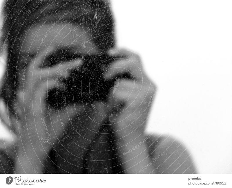 verstaubt Mädchen Frau Spiegel Reflexion & Spiegelung Schwarzweißfoto grau Fotokamera Selbstportrait Fotografie Haare & Frisuren selbstgemacht Hand Staub alt