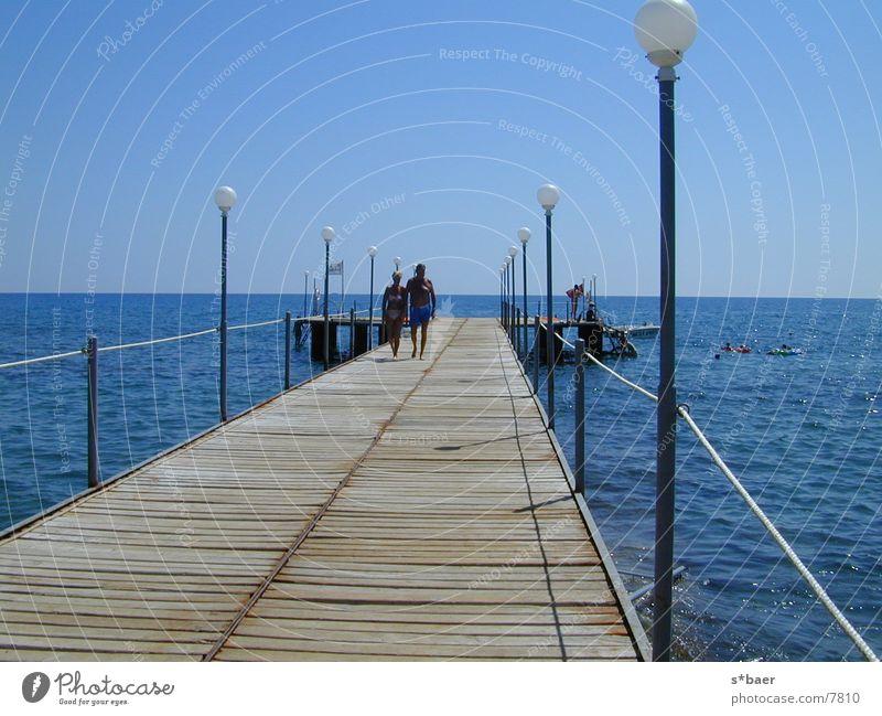 Steg am Strand Meer Anlegestelle