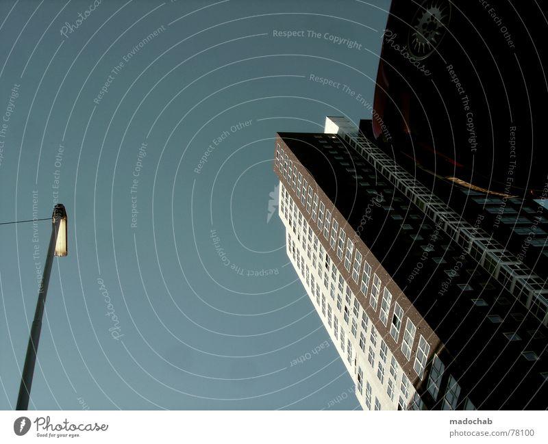 NACKENSTARRE Himmel Stadt blau Wolken Haus Fenster Leben Architektur Gebäude Freiheit fliegen oben Arbeit & Erwerbstätigkeit Wohnung Design Wetter
