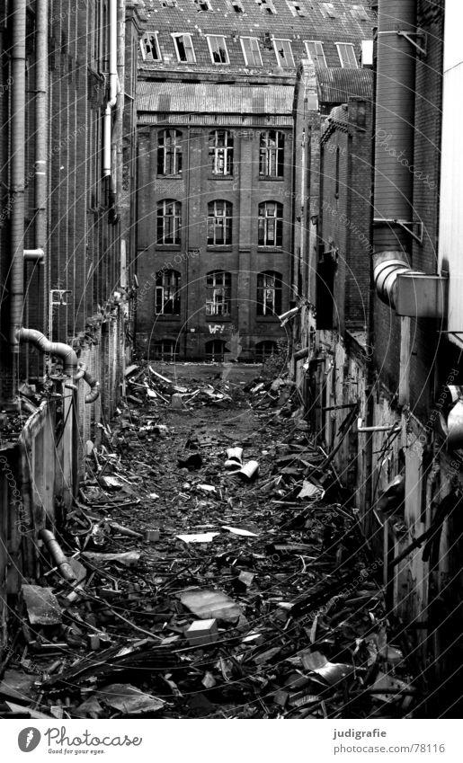 Industrieromantik II notleidend Ruine Schrott Müll Bauschutt Gebäude Fassade Backstein Fenster Demontage Verfall Hannover Fabrik Gummi dunkel Macht historisch