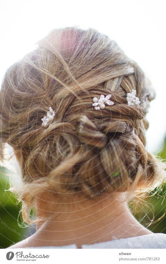 hochzeitige Frisur #1 ... schön feminin Haare & Frisuren Stimmung Mode elegant blond Fröhlichkeit Hochzeit Zusammenhalt Tradition langhaarig Perle Zopf Reinheit