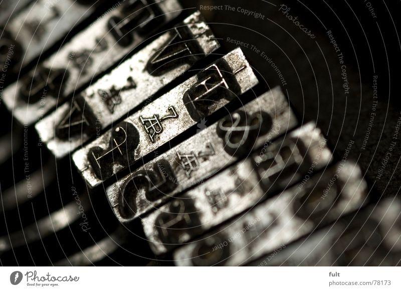 die gute alt schreibmaschine Metall Schriftzeichen Buchstaben schreiben Typographie vergessen Schreibmaschine