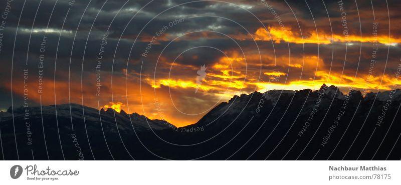 der himmel brennt rot Dämmerung Sonnenuntergang Himmel Berge u. Gebirge Abenddämmerung Brand nachbaur