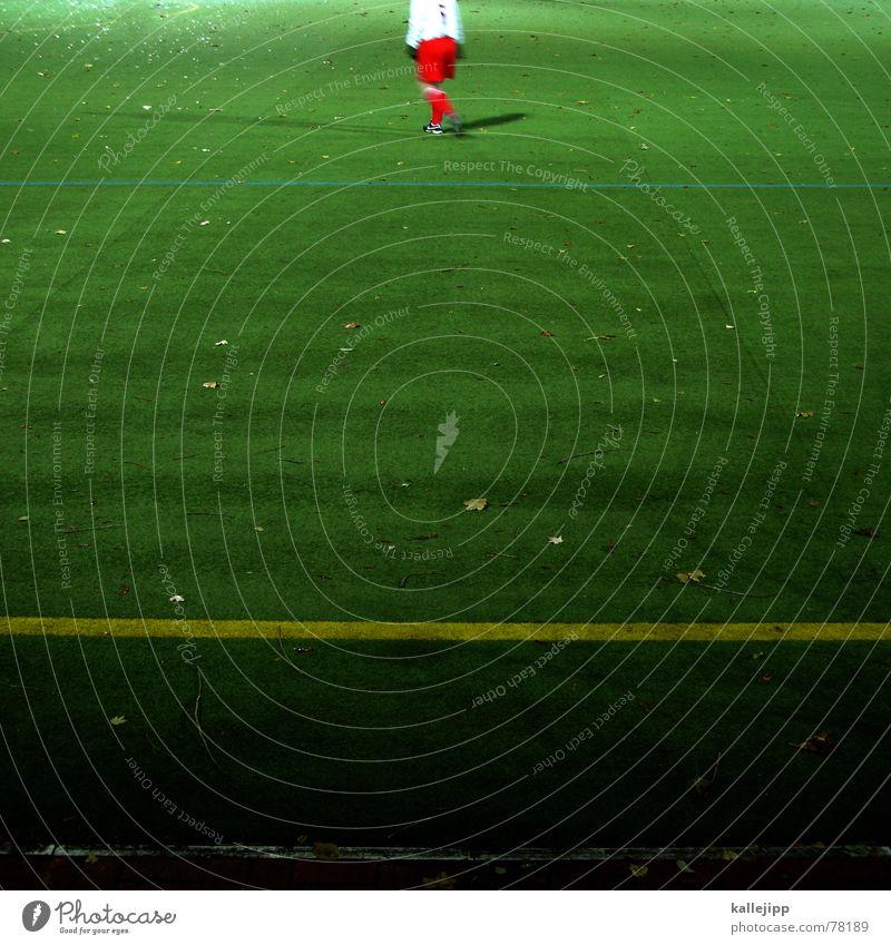 wichtig ist auf dem platz weiß rot Sport Spielen Linie Fußball Erfolg Rasen Spielfeld Strümpfe Sport-Training Fan Fußballplatz treten Weltmeisterschaft Trikot