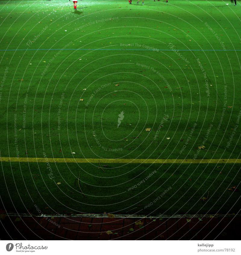 vor dem spiel ist nach dem spiel Kick Fußballplatz Flutlicht Kunstrasen Sportplatz Spielfeld Spielfeldbegrenzung Weltmeisterschaft Spielzug Spielen Verlierer