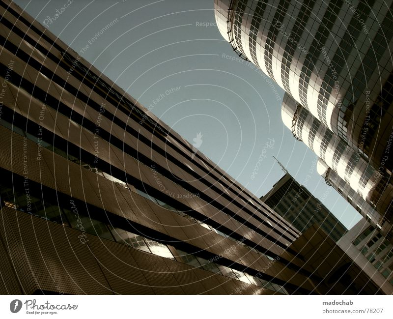 DRÄNGELN Himmel Stadt blau Wolken Haus Fenster Leben Architektur Gebäude Freiheit fliegen oben Arbeit & Erwerbstätigkeit Wohnung Design Wetter