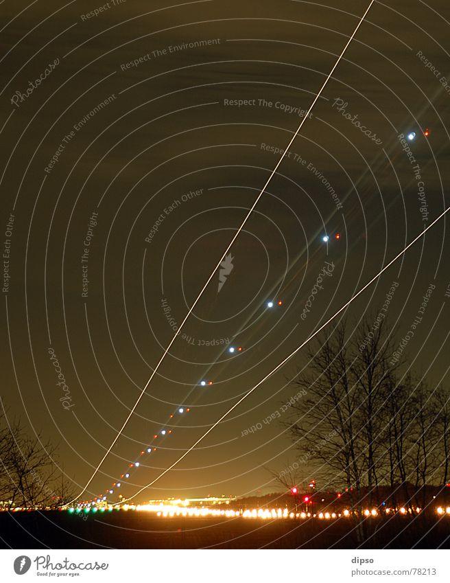 Touchdown Flugzeug Ferien & Urlaub & Reisen Fernweh Leuchtspur Nachtaufnahme Triebwerke Flugzeuglandung Düsenflugzeug Licht blinken düsen Beginn gleitpfad