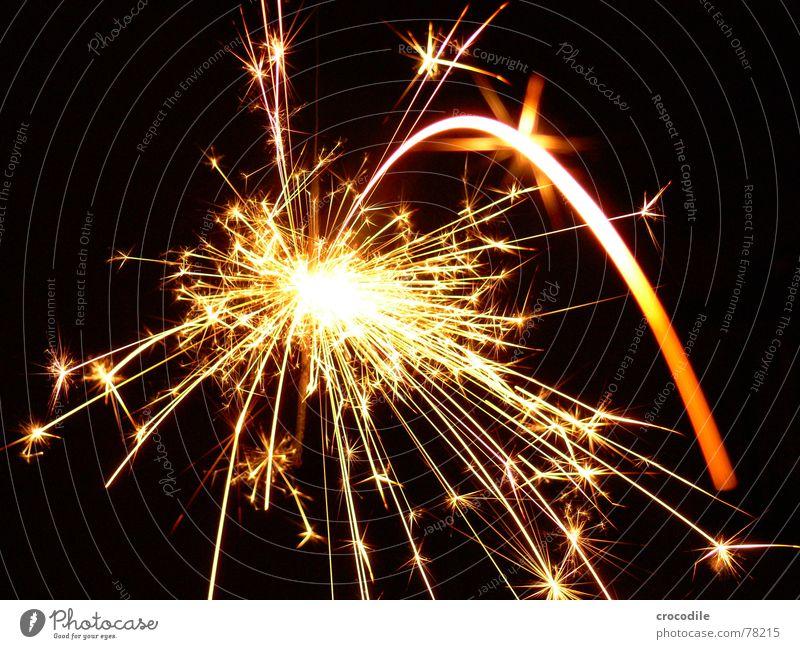 Sternwerfer schön Lampe Wärme hell Beleuchtung Stern (Symbol) Silvester u. Neujahr Physik heiß brennen blenden grell glühen Funken sprühen faszinierend