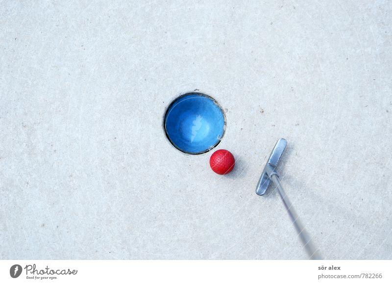 hole-in-one blau rot Sport Spielen Glück grau Business Erfolg Perspektive Zukunft Ziel Ball Wirtschaft Dienstleistungsgewerbe Karriere Stillleben