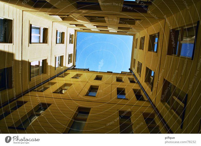 Prager Frühling Himmel Fenster Fassade Rechteck Innenhof Nerudová ulice