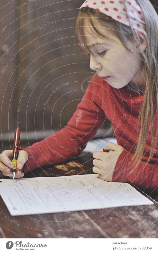 hausaufgaben  machen Kindererziehung Bildung lernen Schule Schulkind Leistung Schüler Mädchen Kindheit Kopf Haare & Frisuren Gesicht Auge Nase Mund Lippen Arme