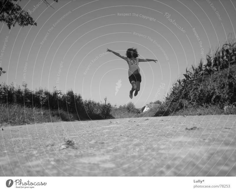 Die Welt gehört mir... Sommer springen Feld Froschperspektive Maisfeld Landschaft frei Himmel