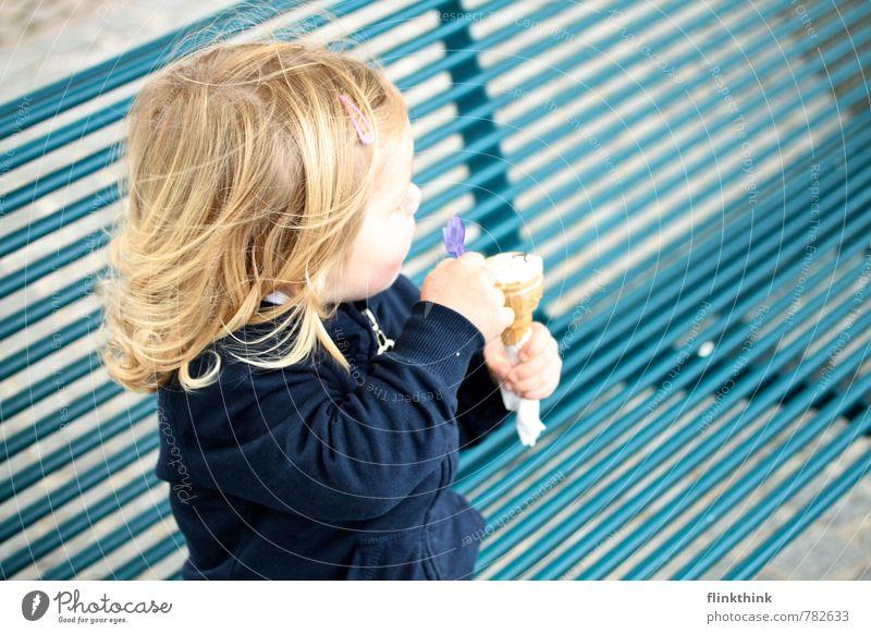 Mädchen mit Eis Mensch Kind Ferien & Urlaub & Reisen Sommer Sonne Meer Erholung Freude feminin Essen Lebensmittel Zufriedenheit sitzen Ausflug Baby