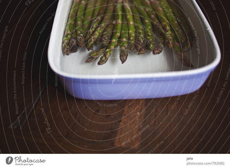 spargeln Lebensmittel Gemüse Spargel Spargelzeit grüner Spargel Ernährung Bioprodukte Vegetarische Ernährung Geschirr Schalen & Schüsseln Auflaufform Wasser