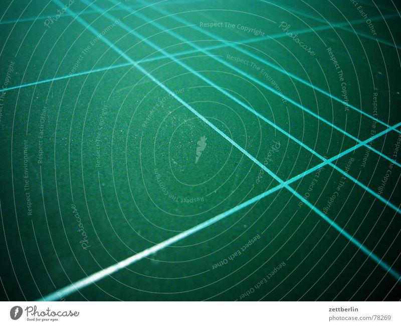 Schneideunterlage weiß grün Linie Tennis Schlag geschnitten Schneider