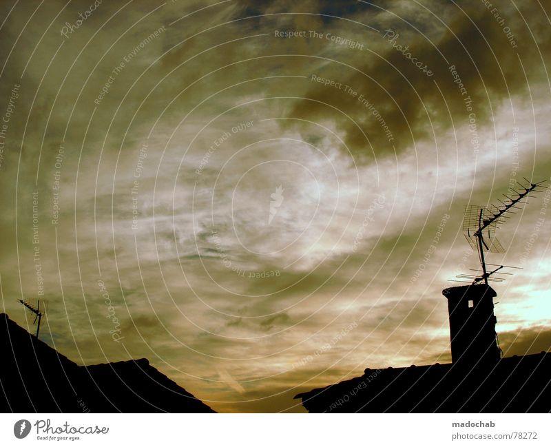 OFFEN Himmel Wolken schlechtes Wetter himmlisch Götter Unendlichkeit Haus Hochhaus Gebäude Material Fenster live Block Beton Etage Vermieter Mieter trist Ghetto