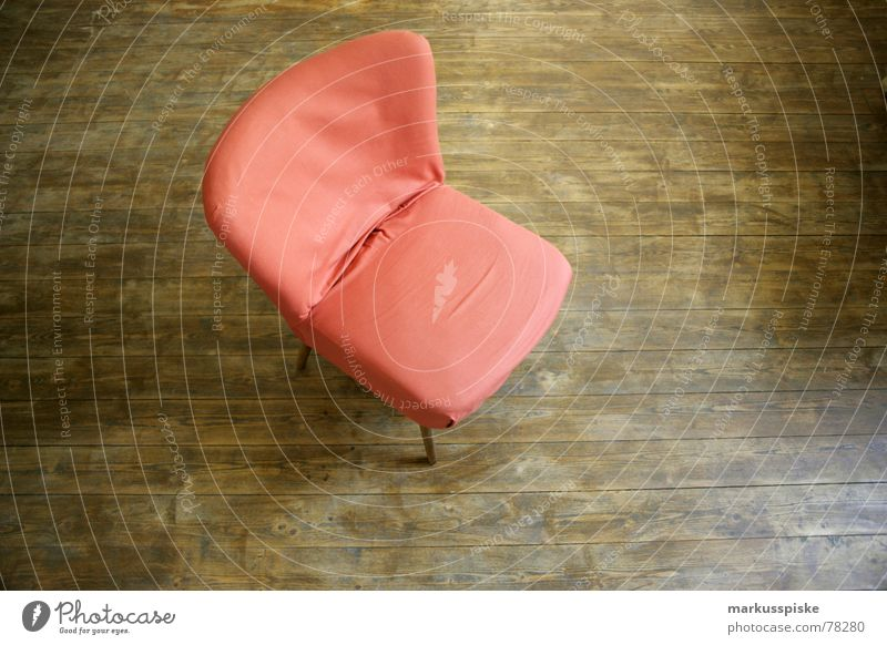 60ziger retro stuhl sitzen Sessel Möbel Parkett Design Sechziger Jahre Häusliches Leben living Wohnung Stuhl orange Bodenbelag Foyer chill out 60ties