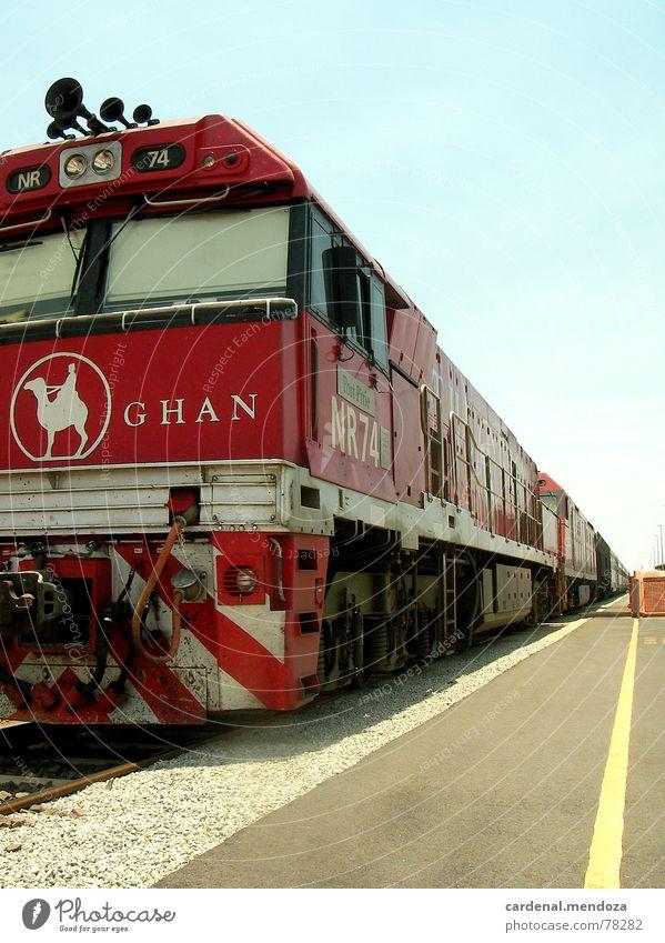 the ghan Australien Eisenbahn fantastisch historisch Outback Koffer einsteigen Ausland zyan rot Geschwindigkeit Orient Express lässig monumental verjüngen Kamel