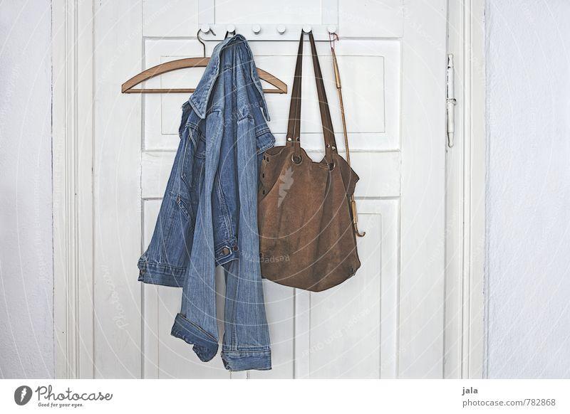 garderobe Häusliches Leben Wohnung Innenarchitektur Raum Tür Kleiderhaken Mode Bekleidung Jacke Jeansjacke Tasche Kleiderbügel krathand ästhetisch authentisch