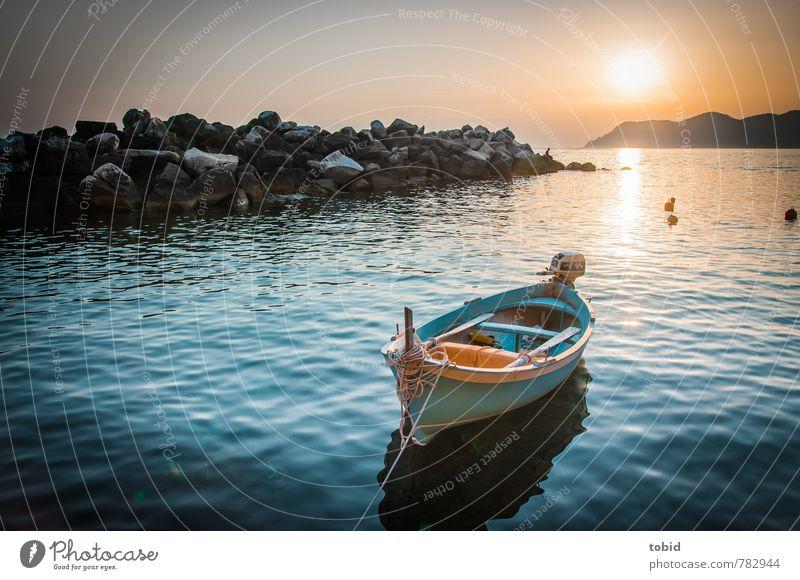 Einsame Nußschale Freizeit & Hobby Ferien & Urlaub & Reisen Freiheit Wassersport Bootsfahrt Nussschale Himmel Wolkenloser Himmel Horizont Schönes Wetter Wellen