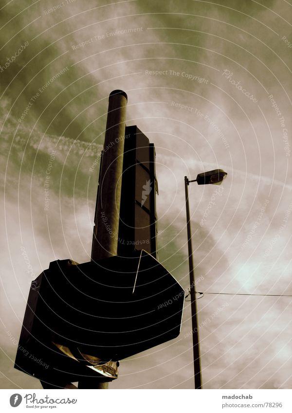 I LOVE SÖREN ;) Ampel Lampe Himmel Wolken bedrohlich Stimmung ungemütlich Straßenbeleuchtung Gebäude Herbst Angst Panik Schilder & Markierungen Schornstein sky